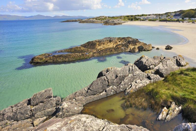 Strandlandschap in Ierland stock afbeelding