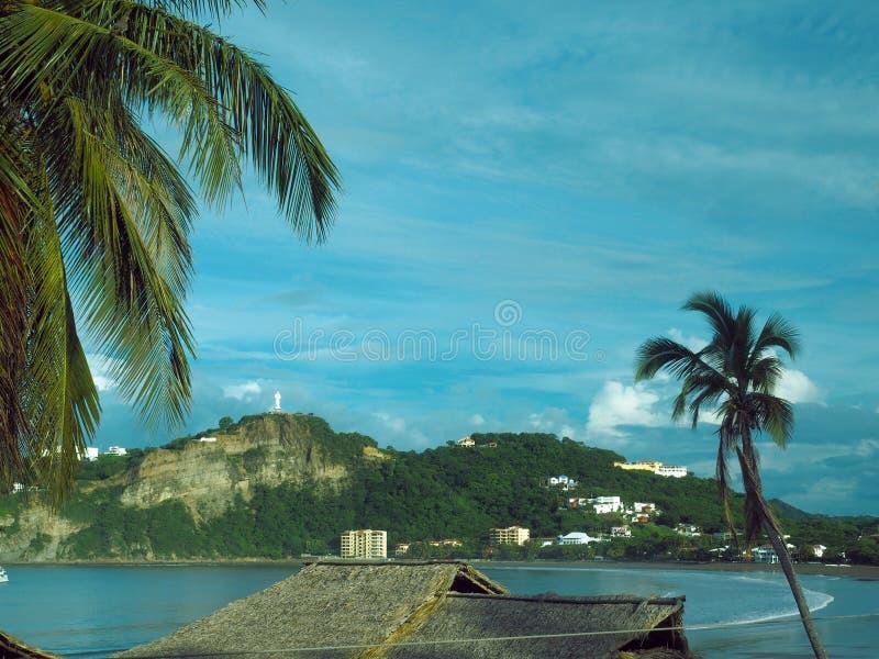 Strandlandschap San Juan del Sur Nicaragua met standbeeld Jesus Chr royalty-vrije stock afbeelding