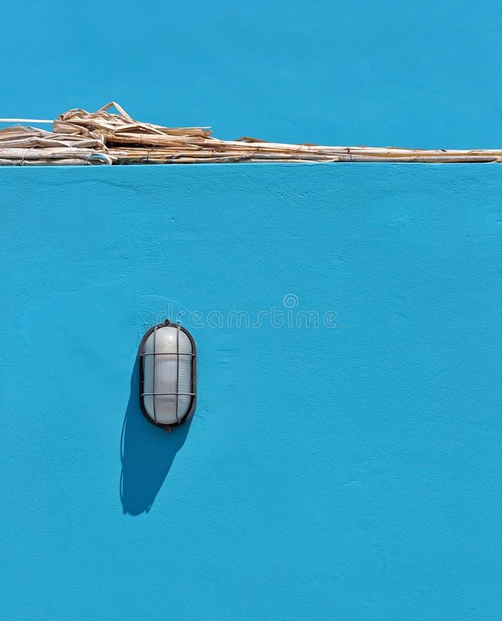 Strandlicht auf Blau lizenzfreies stockbild