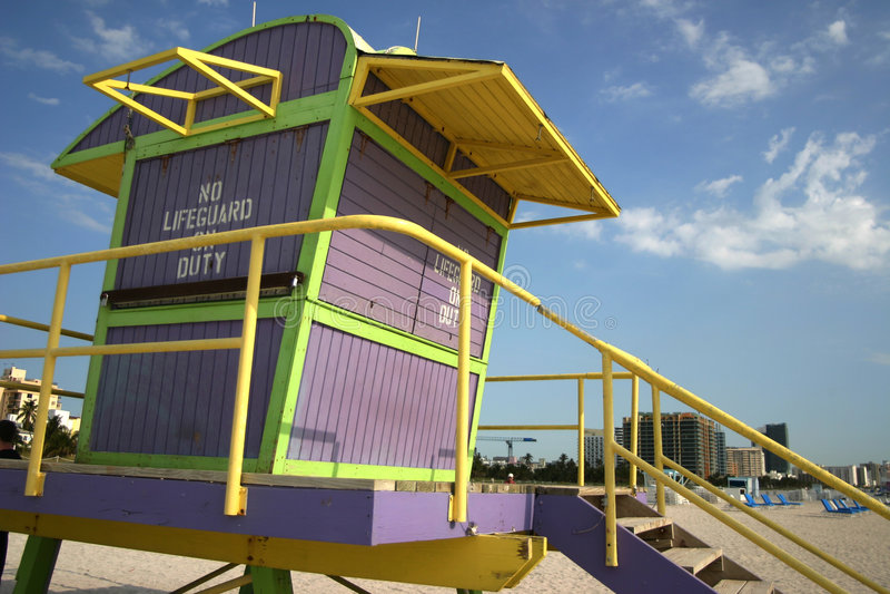 Download Strandlivräddaremiami Station Arkivfoto - Bild av purpurt, tide: 982804