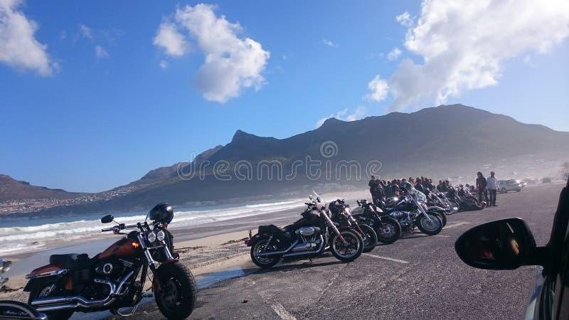 Strandmotorcyklar arkivbild