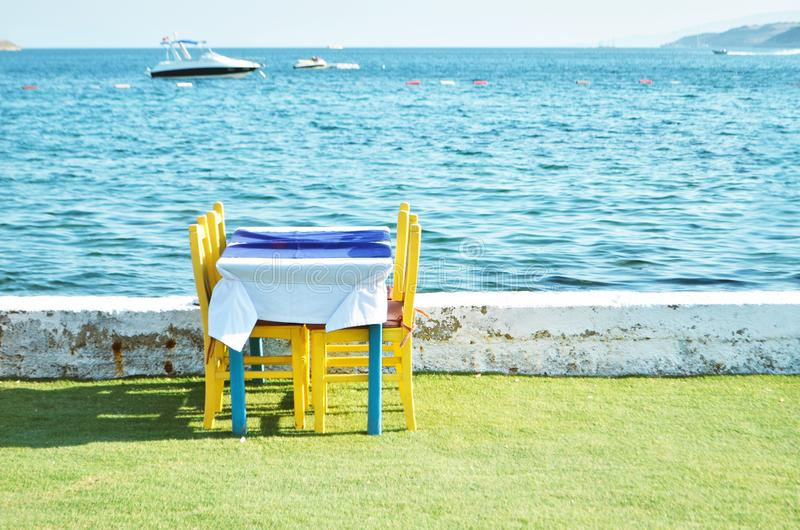 Strandnahe Gastst?tte Ferienzeit lizenzfreie stockfotos