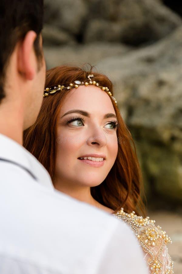strandnygift person royaltyfria foton