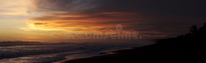 strandpanoramasolnedgång royaltyfri foto