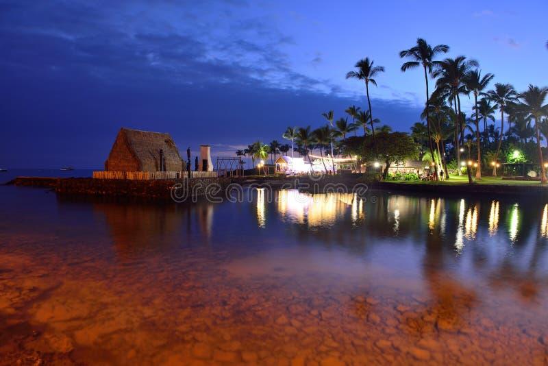 Strandparty Luau in Hawaii nach Sonnenuntergang stockfotos