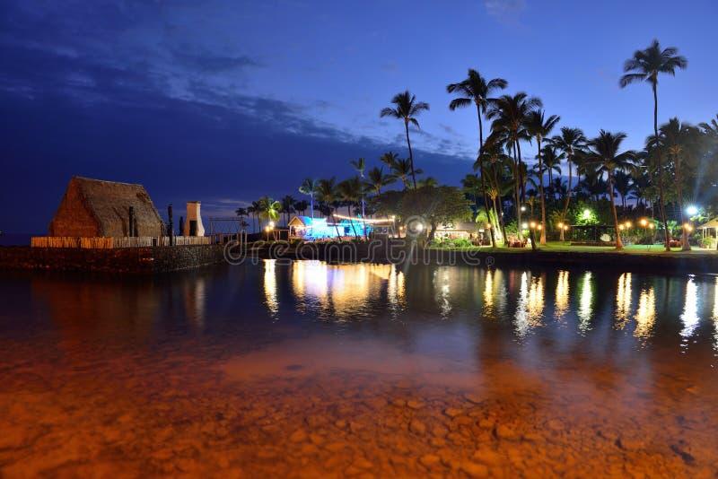Strandparty Luau in Hawaii nach Sonnenuntergang lizenzfreies stockbild