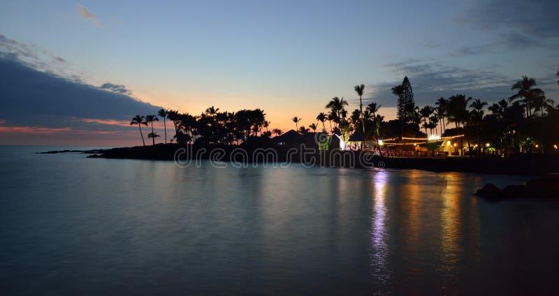 Strandparty Luau in Hawaii nach Sonnenuntergang lizenzfreie stockfotos