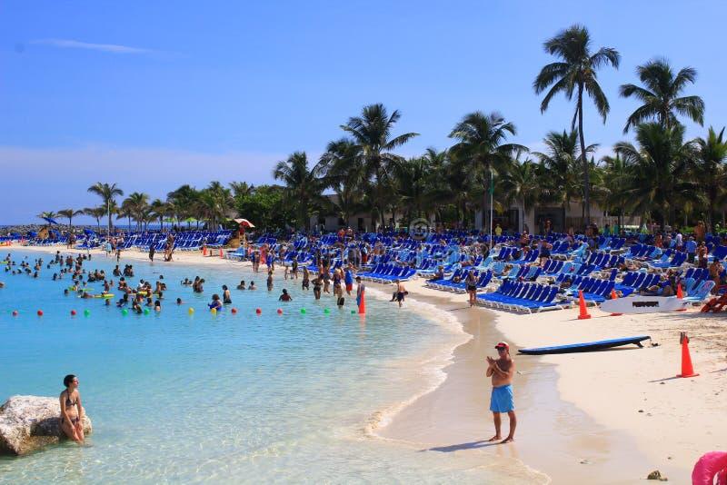 Strandplats i skörden Caye, Belize royaltyfria bilder