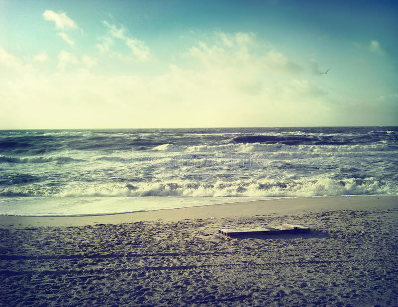 Strandplats med vågor royaltyfri fotografi