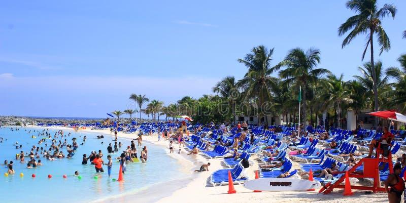 Strandplats, storslagen stigbygelCay, Bahamas arkivfoto