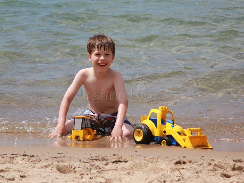 strandpojkebarn royaltyfri fotografi
