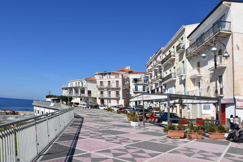 Strandpromenade in Diamante, Kalabrien stockbild