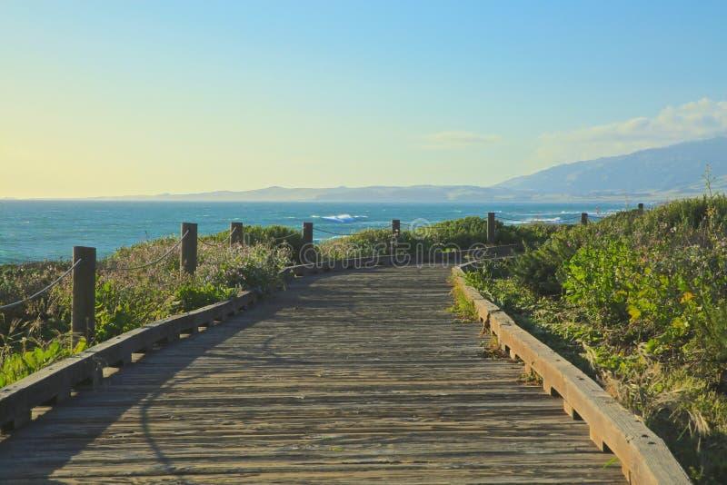 Strandpromenadmånsten Cambrian Kalifornien arkivfoto