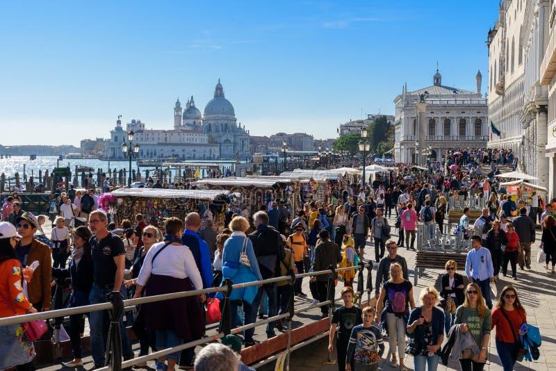 StrandpromenadRiva degli Schiavon, Venedig, Italien royaltyfria foton