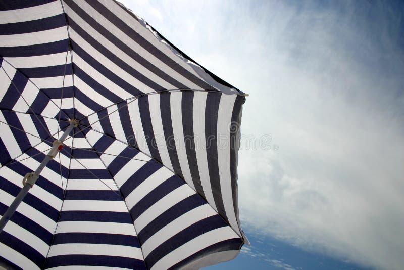 Strandregenschirm Lizenzfreie Stockfotografie