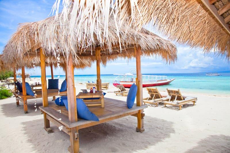Strandrestpavillion i Gili öar, Trawangan fotografering för bildbyråer