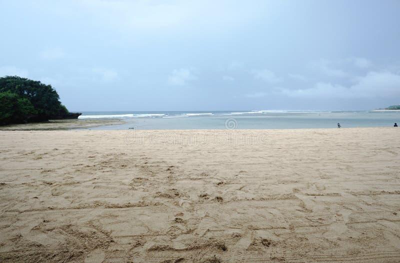 Strandruimte met bewolkte hemel stock afbeeldingen