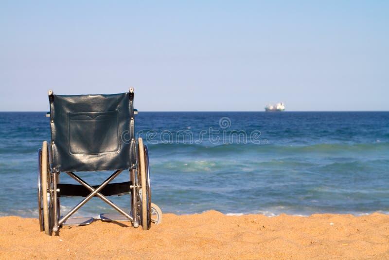 strandrullstol fotografering för bildbyråer