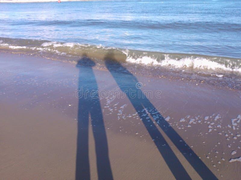 Strandschaduwen stock afbeeldingen
