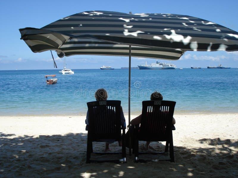 Strandschirm, Strand in Sansibar stockfotografie