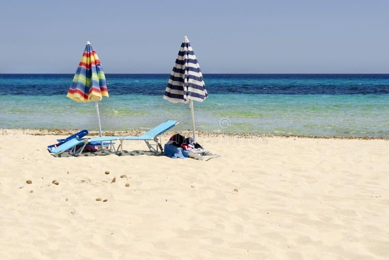 Strandschirme lizenzfreie stockbilder