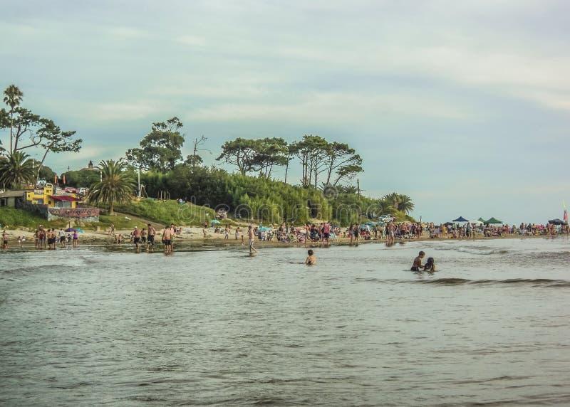 Strandsikt från vattnet arkivbilder