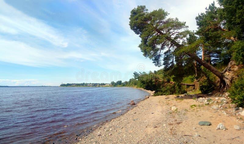 Strandsikt på floden arkivbild