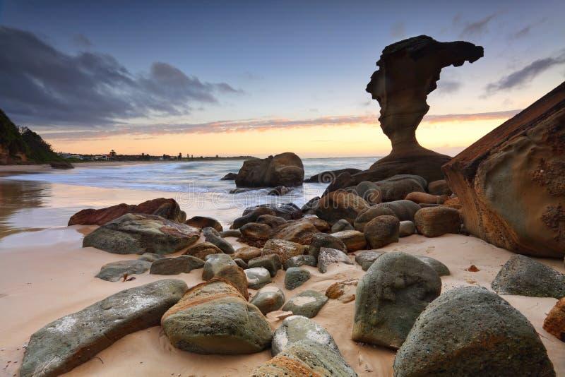 StrandsoluppgångNoraville central kust NSW Australien royaltyfria foton