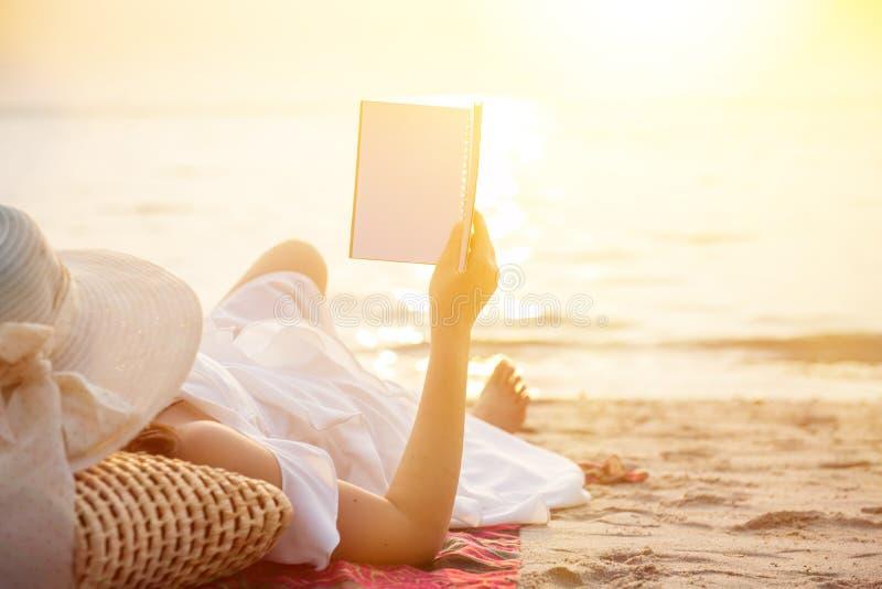 Strandsommer und Ferienfeiertag lizenzfreie stockfotografie