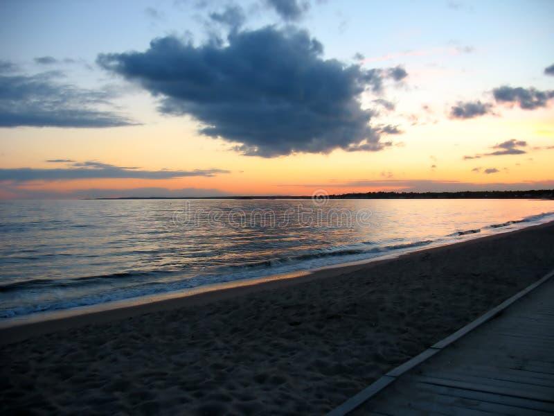 Strandsonnenuntergang lizenzfreie stockfotos