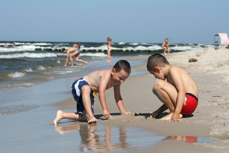 Strandspaß - Zeichnung auf Strand stockfotografie