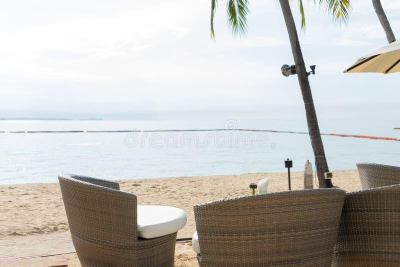 Strandstång med tropiska frukter Det bästa ögonblicket på Pattaya, Thailand royaltyfri fotografi