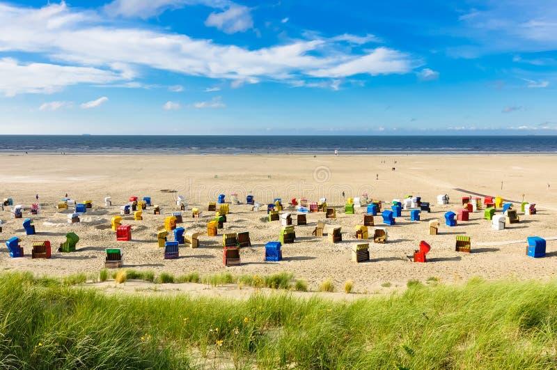 Strandstühle auf der Insel von Juist stockfoto