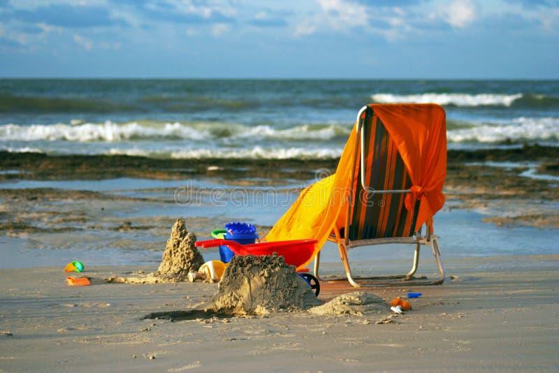 Strandstuhl lizenzfreie stockbilder