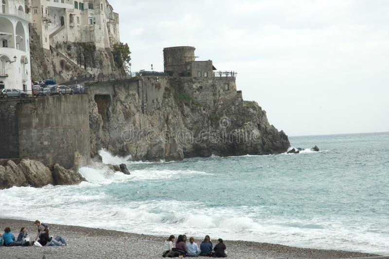 Strandszenen, Amalfi, Italien lizenzfreies stockfoto