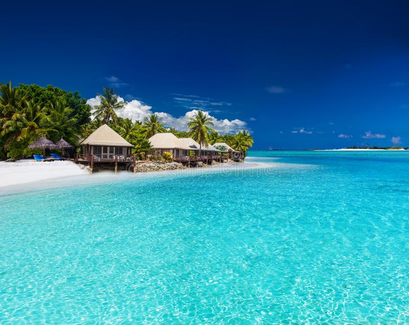 Strandvilla's op klein tropisch eiland