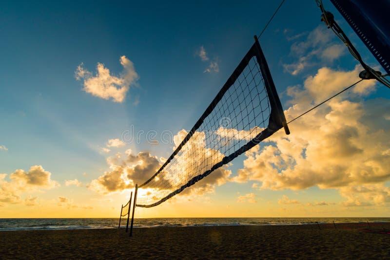 Strandvolleyboll förtjänar på soluppgång på Miami Beach, Florida, USA fotografering för bildbyråer