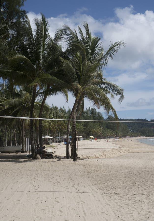 Strandvolleyboll på stranden royaltyfri foto