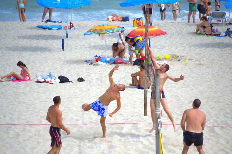 strandvolleybollspelare arkivfoto