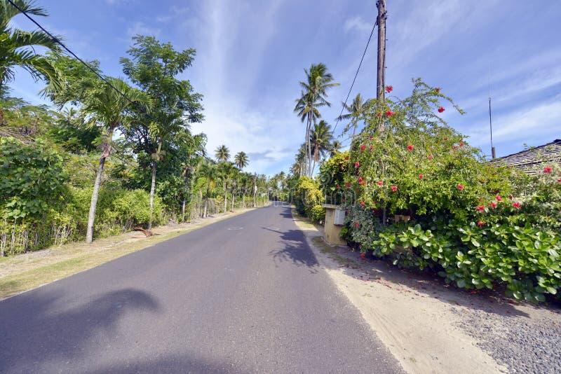 Strandweg op Bora-bora stock foto