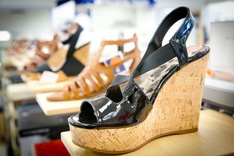 Strappy сандалии стоковые изображения