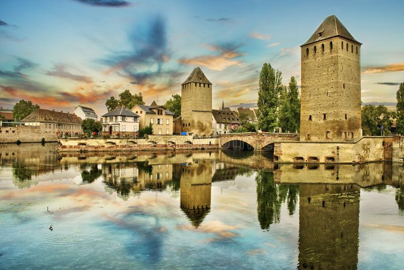Strasbourg, Als?cia, France Ponte medieval Ponts Couverts e barragem Vauban fotos de stock royalty free
