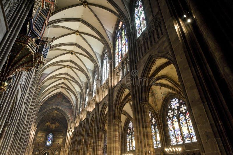 Strasbourg - a catedral gótico, interior foto de stock
