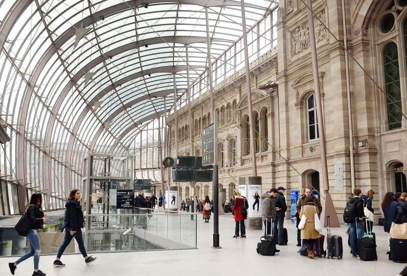 STRASBOURG, FRANÇA - 23 DE MARÇO DE 2018: Gare de Strasbourg, Alsácia, França foto de stock royalty free