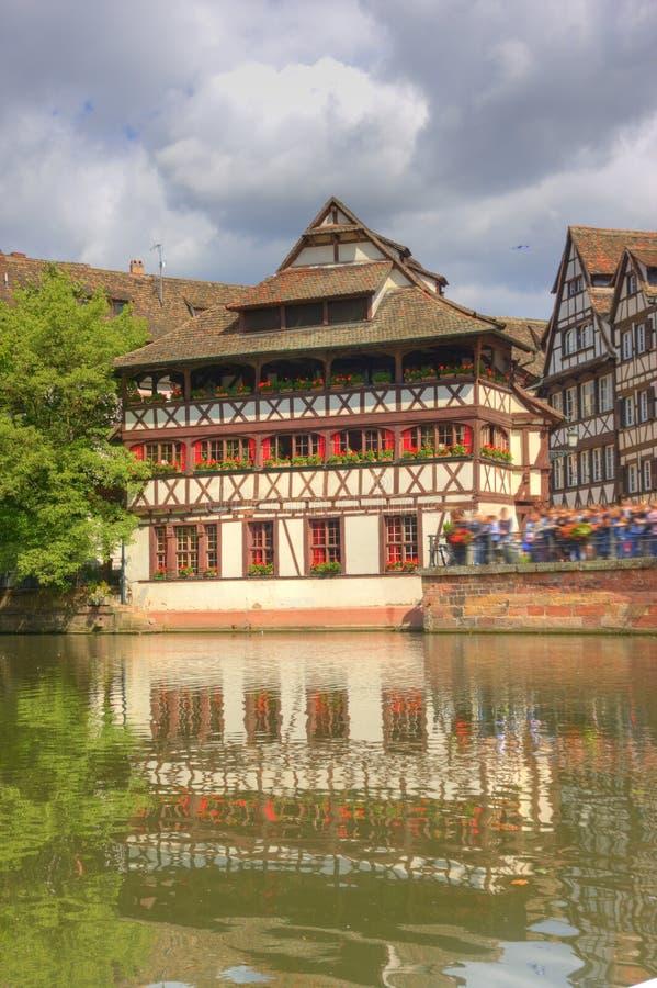 Strasbourg Frankrike med färgrik arkitektur royaltyfria bilder