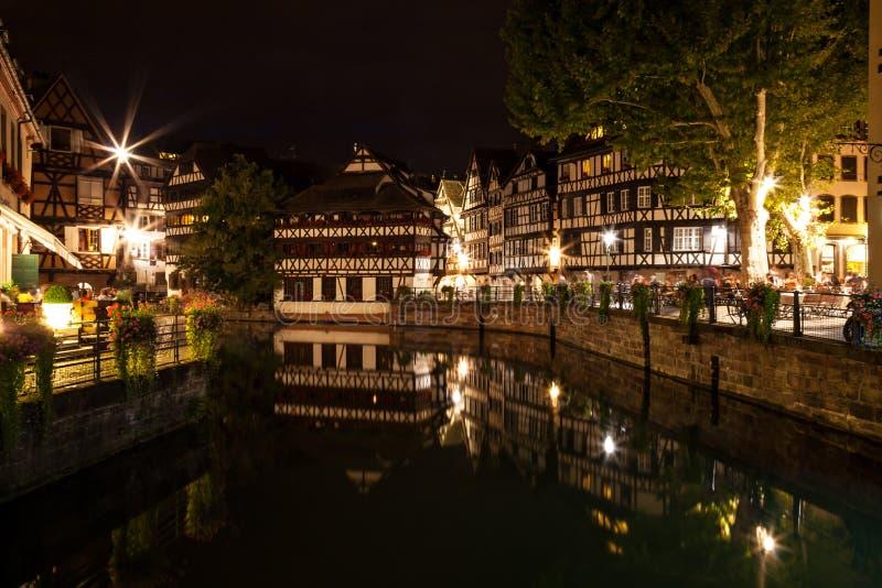 Strasburg - Mały Francja przy nocą zdjęcia stock