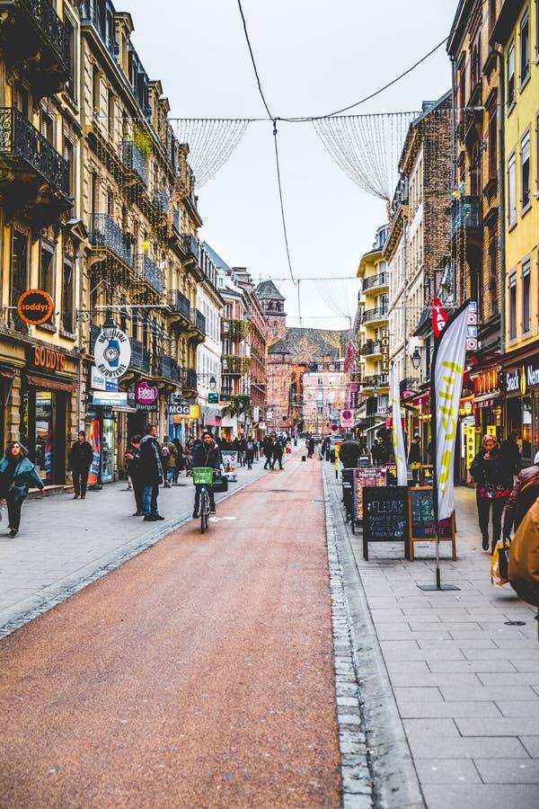 STRASBURSKIE ` s ulicy z jesienią barwi Strasburg FRANCJA, STYCZEŃ - 12, 2017 - obraz royalty free