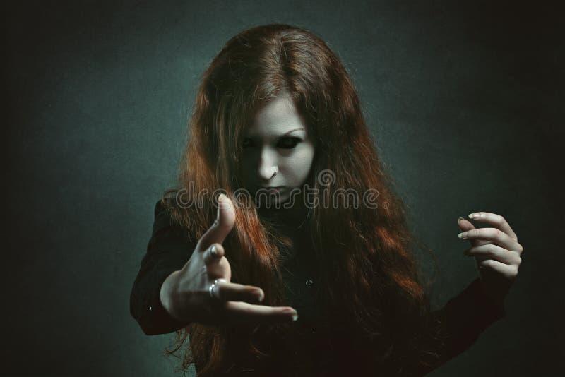 Straszna czarownica z demonów oczami zdjęcia royalty free