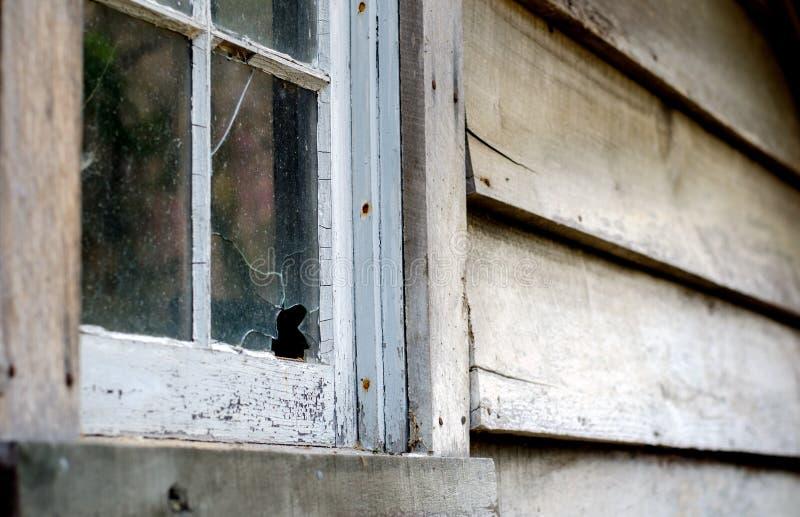 Straszny budynek z łamanym okno obraz royalty free