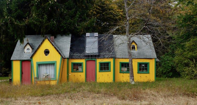 Straszny Halloween dom w Maine drewnach zdjęcie stock